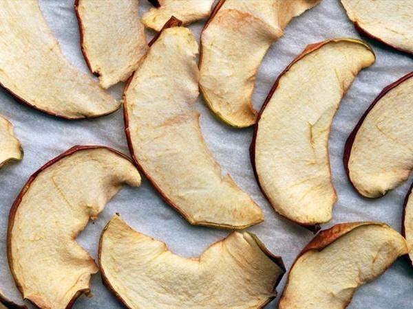 Cушеные яблоки — 7 фактов о пользе и вреде для здоровья организма, калорийность и рецепт приготовления
